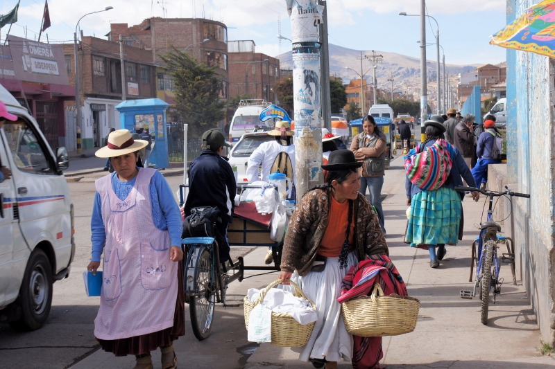 A street corner of Puno with a lot of indigenous people
